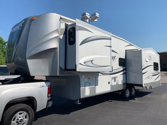 Pre-Owned 2012 FOREST RIVER CEDAR CREEK SILVERBACK 29RE